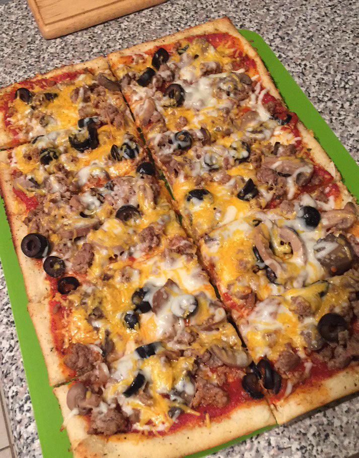 Homemade EAZY Pizza